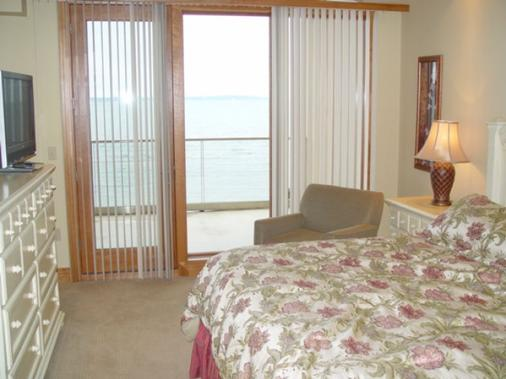 Sugar Beach Resort Hotel - Traverse City - Bedroom