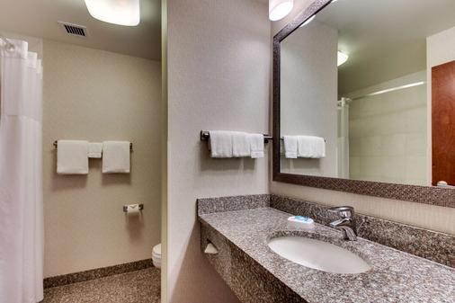 默里迪恩德魯里套房酒店 - 美里迪安 - 梅里迪恩 - 浴室