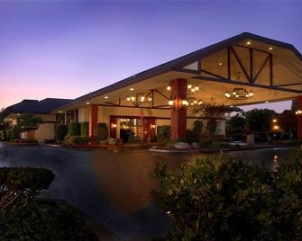 University Square Hotel - Fresno - Building