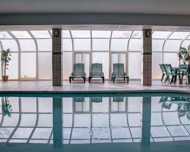 Comfort Suites - Omaha - Pool