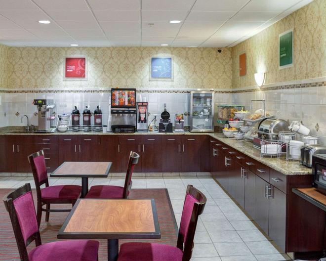 Comfort Suites - Omaha - Buffet