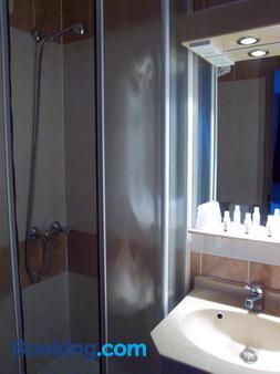 Kyriad Cannes Mandelieu - Cannes - Bathroom