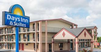 Days Inn & Suites by Wyndham Springfield on I-44 - ספרינגפילד