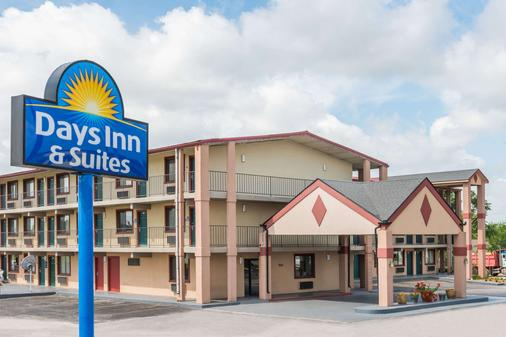 Days Inn & Suites by Wyndham Springfield on I-44 - Springfield - Rakennus