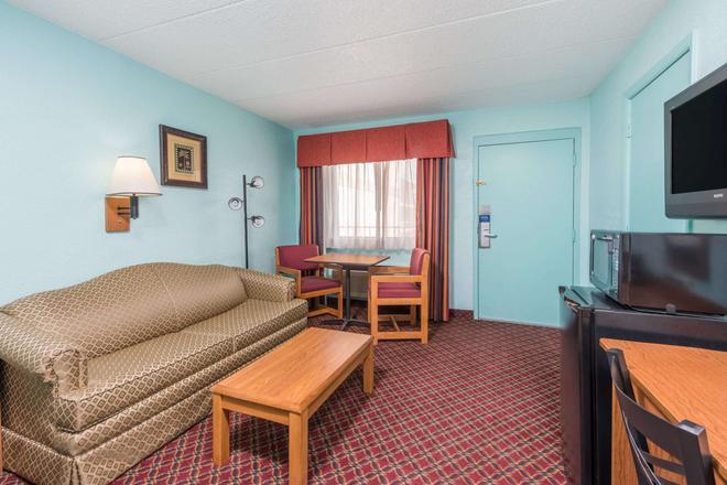 斯普林菲爾德戴斯套房酒店 - 斯普林菲爾德 - 斯普林菲爾德 - 客廳