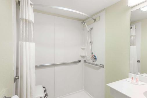 斯普林菲爾德戴斯套房酒店 - 斯普林菲爾德 - 斯普林菲爾德 - 浴室