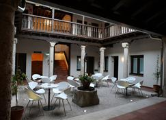 Evenia Alcalá Boutique Hotel - Alcalá de Henares - Patio