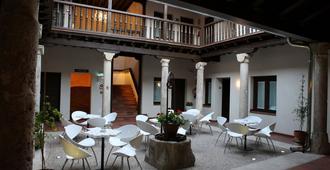 Evenia Alcalá Boutique Hotel - Alcalá de Henares - Patio
