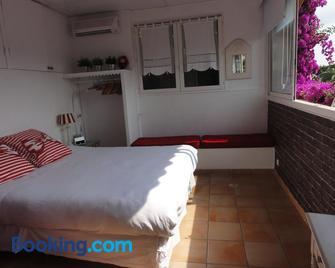 Les Grimaldines - Maison D'hotes C 2 Bis - Cagnes-sur-Mer - Bedroom