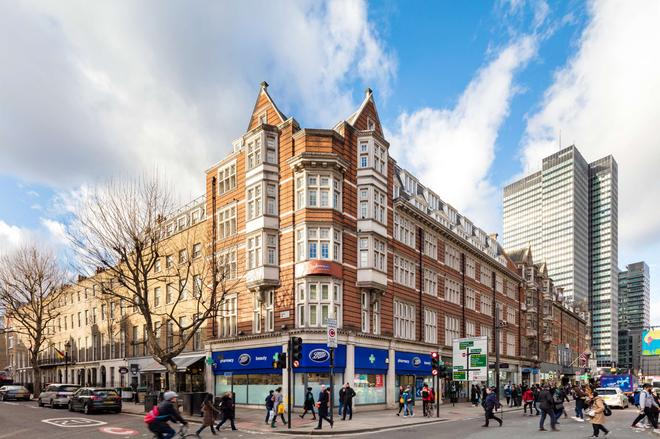 Radisson Blu Edwardian Grafton Hotel - London - Building
