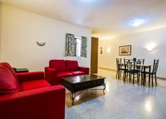 Blubay Apartments By St Hotels - Il-Gżira - Salon
