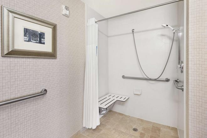 Hampton Inn and Suites Savannah-Airport - Savannah - Bathroom