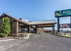 Quality Inn Richfield I-70 - Richfield - Building
