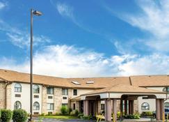 16 Best Hotels in Elyria. Hotels from $49/night - KAYAK