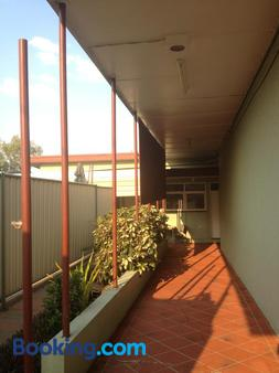 Cityside Accommodation - Mount Isa - Hallway