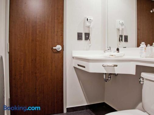 City Express Toluca - Toluca - Bathroom