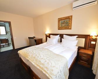 Noblesse Boutique Hotel - Sibiu - Bedroom