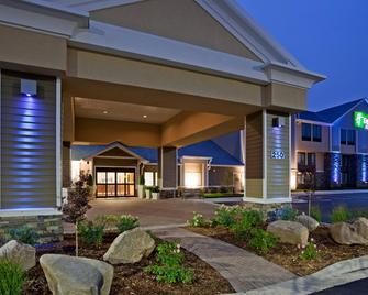 Holiday Inn Express Hotel & Suites Willmar - Willmar - Building