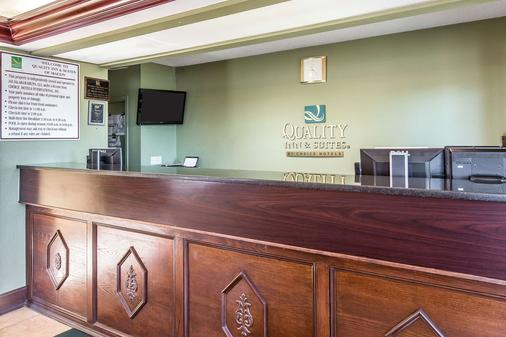 Quality Inn & Suites Macon North - Macon - Front desk