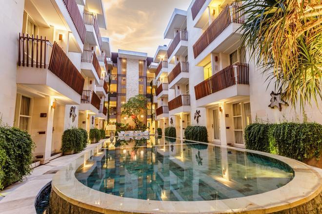 Adhi Jaya Sunset Hotel - Kuta - Pool