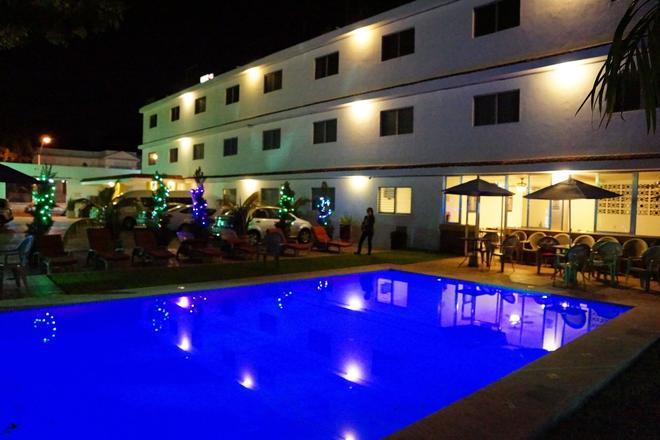 Las Dalias Inn - Μέριδα - Πισίνα