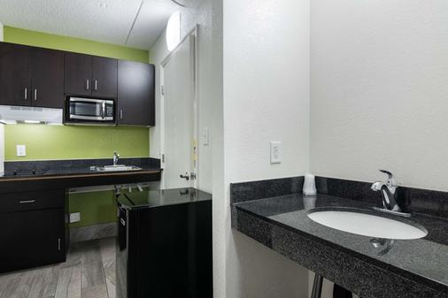 Motel 6 Columbus - Downtown - Columbus - Kitchen