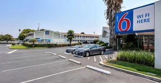 Motel 6 Sunnyvale South - Sunnyvale - Gebäude