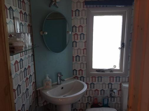 The Willows Guesthouse - Bishop's Stortford - Bathroom