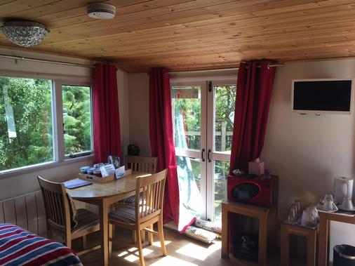 The Willows Guesthouse - Bishop's Stortford - Dining room