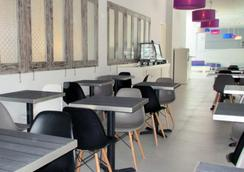 珀豪酒店雷吉安斯里峇里 - 庫塔 - 庫塔 - 餐廳