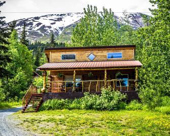 Midnight Sun Log Cabins - Moose Pass - Building