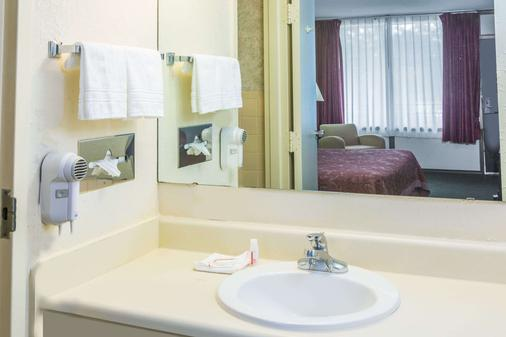 Days Inn by Wyndham Valdosta/Near Valdosta Mall - Valdosta - Bathroom