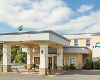 Days Inn by Wyndham Valdosta/Near Valdosta Mall - Valdosta - Gebouw