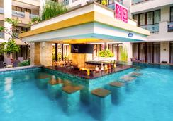 Aston Kuta Hotel and Residence - Κούτα - Πισίνα