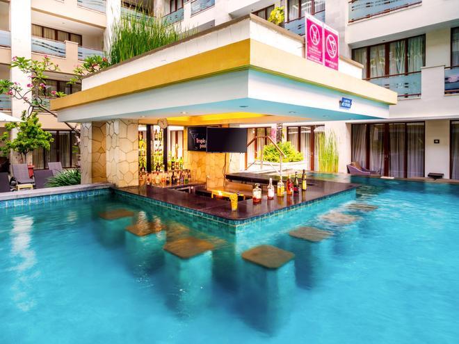 Aston Kuta Hotel and Residence - Kuta - Pool