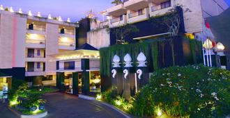 Aston Kuta Hotel and Residence - Kuta - Building