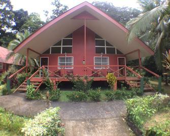 Caribbean Paradise Eco-Lodge - Tortuguero - Building
