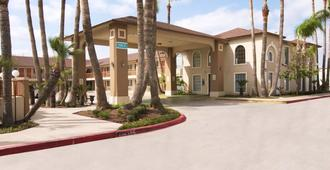 Texas Inn & Suites Pharr/San Juan - Pharr - Building