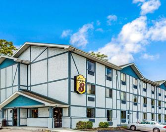 Super 8 by Wyndham Suffolk Tidewater - Suffolk - Building