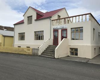 Guesthouse Steinhusid - Holmavik - Building