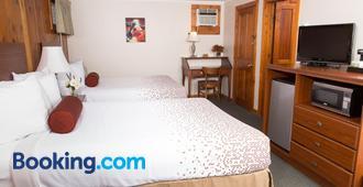 Knotty Pine Motel - Bennington - Bedroom