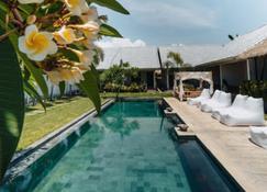 Kuta Baru Hotel - Kuta - Pool