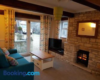 The Annexe - Radstock - Living room