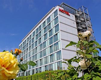 Panoramahotel Am Rosengarten - Neustadt an der Weinstrasse - Edificio