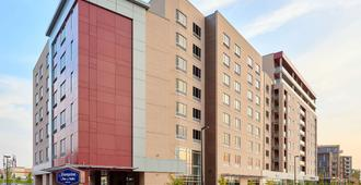 Hampton Inn & Suites by Hilton Quebec City /Saint-Romuald - Levis - Edificio