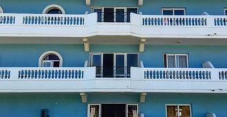 樂園公寓酒店 - 法里拉基 - 建築