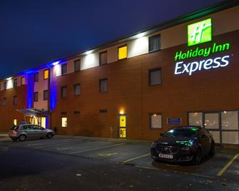 Holiday Inn Express Bedford - Bedford - Building