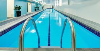 Hotel 115 Christchurch - Christchurch - Pool