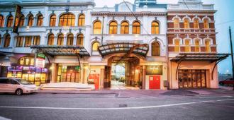 Hotel 115 Christchurch - כרייסטצ'רץ' - בניין