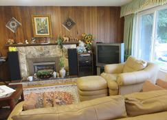 Quite house near Vancouver Airport - Richmond - Sala de estar